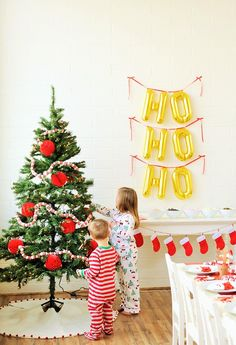 How to Host a Santa Breakfast | This Kids' Christmas Party Activity (including Santa Pancakes and making Reindeer Food) is the perfect holiday family tradition to enjoy each year with your little ones!