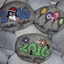 Easy Paint Rock For Try at Home (Stone Art & Rock Painting Ideas) - Kiah Oechslie - Pebble Painting, Pebble Art, Stone Painting, Rock Painting Ideas Easy, Rock Painting Designs, Christmas Rock, Christmas Crafts, Inspirational Rocks, Pet Rocks