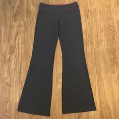 "Lululemon groove pants Lululemon groove pants. All grey on one side, grey with cute fuchsia band on the other side. Small amount of pilling but otherwise excellent condition. Size 6. 32"" inseam lululemon athletica Pants Track Pants & Joggers"