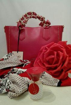 LIU·JO  Lovely U  Borsa+Profumo  EverythingBagsTheGirl. Bagsabout f6e80889e24