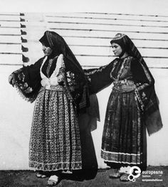 Women wearing the costumes of Skyros, Sporades in the Panathenaic Stadium, Athens. Creation Date: 1930 Institution: Peloponnesian Folklore Foundation Provider: Europeana Fashion Providing Country: Greece Greek Traditional Dress, Authentic Costumes, Greece Pictures, Greek Men, Greek Culture, Princess Outfits, Folk Costume, Greek Islands, Historical Clothing