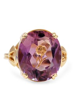 Love the little rose detail in this ring