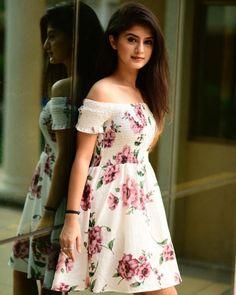 Cute Girl Photo, Beautiful Girl Photo, Beautiful Girl Indian, Girl Photo Poses, Girl Photography Poses, Girl Poses, Fashion Photography, Stylish Photo Pose, Stylish Girls Photos