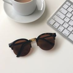 Classic, versatile, chic. You'll fall in love with our Downtown Sunnies the second you put them on. From downtown vibes to uptown chic, these sunnies will take you everywhere. - Gold plated - Acrylic