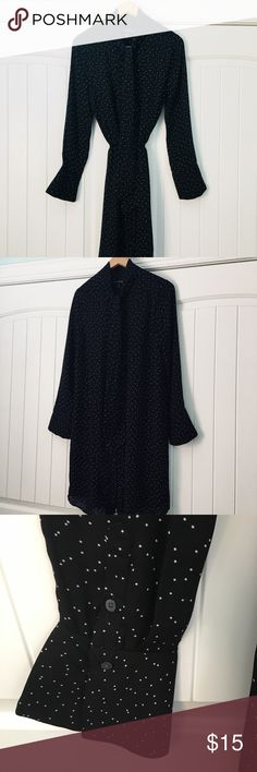 🎉BANANA REPUBLIC Button Up Dress🎉 Hidden Buttons all the way to the bottom. Dress is lined - see pic  Has a bow at the top to tie. (My favorite part) Amazing with or without a belt! (Belt Not Included) Make it shorter if you like!  Bundle with other items & SAVE❣️❣️❣️ All items come from a clean smoke free home 💕 No trades or holds Banana Republic Dresses