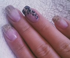 Love this kind of nails ! Gold, glitter and leo. Nice combination.