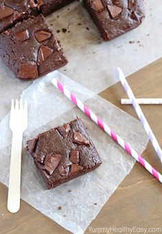 Skinny Chocolate Brownies - the perfect guilt-free chocolate fix for your sweet cravings! Healthy Desserts, Just Desserts, Dessert Recipes, Healthy Food, Yummy Treats, Sweet Treats, Yummy Food, Skinny Brownies, Healthy Smoothie