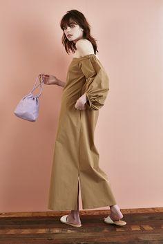 21 dress ¥43,000 bag ¥33,000 sandals ¥31,000