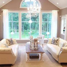 Se den lekre stuen til @englehvitt  #Dubaisalongbord140 fra @classicliving. Dette bordet kommer også i 90x90 cm #livingroom #stue #interior #coffetable #salongbord #interiør #interior123 #interior444 #passionforinterior #homeandliving