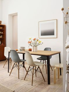 With their truly timeless silhouettes, the Eames Shell Chairs challenged the idea of what a chair should be. We take a look at the secret to their success. White Eames Chair, Eames Dining Chair, Dining Table, Desk Chair, Swivel Chair, Armchair, Eames Furniture, Furniture Design, Long Chair