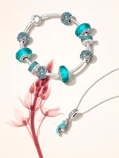 Tendance Bracelets  PANDORA | PANDORA Charms  Sort by Theme & Materials  Tendance & idée Bracelets 2016/2017 Description Add teal and turquoise details to your bracelet for a fresh summer look #PANDORAbracelet #SummerCollection16