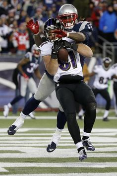 Baltimore Ravens tight end Owen Daniels (81) catches a touchdown pass in front of New England Patriots outside linebacker Jamie Collins (91) and New England Patriots outside linebacker Dont'a Hightower, rear, in the first half of an NFL divisional playoff football game Saturday, Jan. 10, 2015, in Foxborough, Mass. (AP Photo/Elise Amendola)