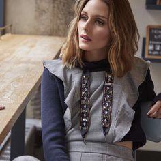 OLIVIA PALERMO VESTIDA POR ZARA Oliva Palermo publicó en su web su última campaña con Bobbi Brown y uno de los looks elegidos por la socialité fue de Zara. Sin duda se trata de una apuesta que no hubiésemos hecho pero que a ella le queda fantástico. Un buzo tipo crop de 12,99 € con un mono pichi de cuadros también de 12,99 €. Sí, vos también podés llevar este outfit. . . #oliviapalermo #zara #fashion #look #ootd #tendencias #trend #trendy