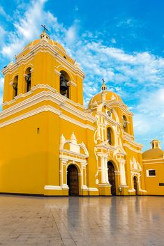 Catedral Trujillo | Trujillo is a city in coastal northweste… | Flickr Iglesias, Coastal, Wallpapers, Mansions, Architecture, House Styles, Travel, Law, Political Freedom