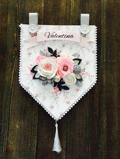 Felt Crafts, Crafts To Make, Paper Crafts, Diy Crafts, Felt Flowers, Fabric Flowers, Paper Flowers, Felt Banner, Felt Decorations