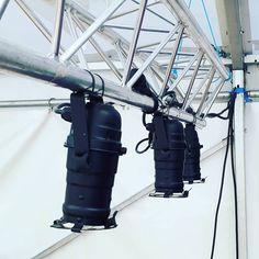 Système d'éclairage pour bar Location, Utility Pole, Bar, Hands
