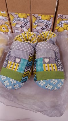 Hey, I found this really awesome Etsy listing at https://www.etsy.com/uk/listing/259402314/hand-sewn-log-cabin-baby-booties-0-6