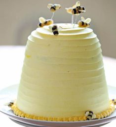 Bee Hive Cake (Brown-Butter Banana Cake and Honey Buttercream). Should probably also go on my cake decorating board. Would also go well with the pertinent theme in Amy Atlas' new book. Pretty Cakes, Beautiful Cakes, Amazing Cakes, Bee Cakes, Cupcake Cakes, Fondant Cakes, Fondant Baby, Fondant Figures, Mini Cupcakes
