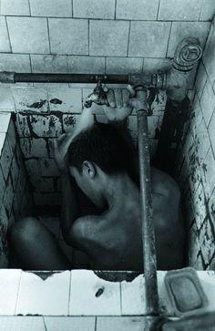 Yuan Dong Ping Mental hospital in Hunan, 1990 Mental Asylum, Insane Asylum, Scary, Creepy, Psychiatric Hospital, Arte Horror, Dark Photography, Character Aesthetic, Mental Illness