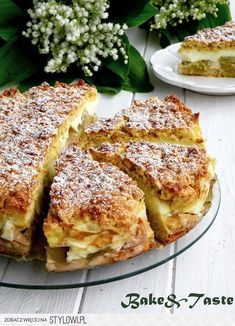 Bake & Taste: Apple pie with rhubarb and custard Rhubarb And Custard, Rhubarb Cake, Rhubarb Pudding, Just Desserts, Delicious Desserts, Sweet Recipes, Cake Recipes, Rhubarb Recipes, Sweets Cake