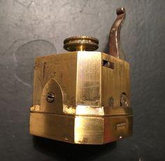 Aderlatings instrument In zeer goede en werkende staat ( scarificateur)  10 mesjes  herkomst België ,gesigneerd  met Bonneer A Bruxelles ouderdom  plusminus  1800