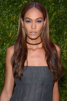 Joan Smalls Bright Eyeshadow - Joan Smalls made her eyes pop with lots of bright blue liner. Celebrity Makeup, Celebrity Red Carpet, Celebrity Style, Beauty Secrets, Beauty Hacks, Beauty Tips, Beauty Trends, Beauty Ideas, Beauty Products