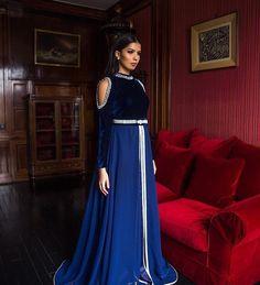 Vente caftan marocain moderne lyon traditional and elegant silver pakistani formal dress by ammara khan Dress Outfits, Fashion Dresses, Women's Fashion, Pakistani Formal Dresses, Gowns Of Elegance, Oriental Fashion, Winter Dresses, Long Dresses, Elegant Outfit