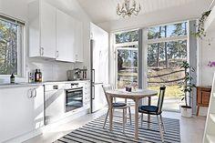 Com apenas 22 metros quadrados, essa micro casinha, que fica em Estocolmo na Suécia, não deixa nada a desejar: ela tem quase tudo o que uma casa convencion