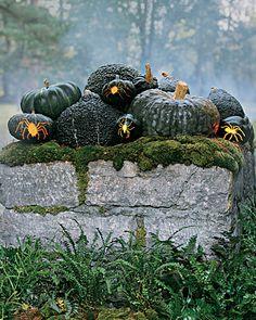 outdoor halloween decorations from the queen of halloween, martha!