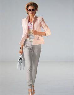 Trendhose mit Smokabschlüssen, Damen Sonnenbrille mit Kunststoffrahmen, Cloqué-Blazer aus Baumwolle - perfektes Outfit für die Lady Sommertyp - www.image50plus.de