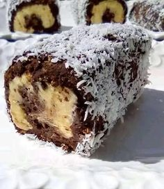 Greek Sweets, Greek Desserts, Fun Desserts, Greek Recipes, Fettuccine Alfredo, Sweets Recipes, Candy Recipes, Desserts With Biscuits, Kolaci I Torte