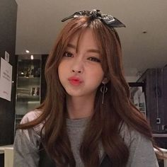 Ulzzang 🌼 uploaded by psae on We Heart It Pretty Korean Girls, Cute Korean Girl, Pretty Asian, Cute Asian Girls, Cute Girls, Korean Beauty, Asian Beauty, Moda Ulzzang, Black Pink ジス