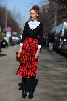 Black sweater, white collar, red print midi skirt Image Via: Street Peeper Love Fashion, Autumn Fashion, Fashion Looks, High Fashion, Black V Neck Sweater, Black Cardigan, White Ruffle Blouse, Street Style, Little Doll