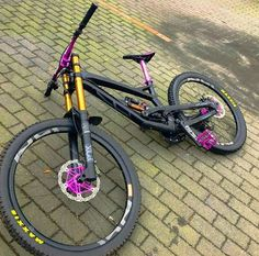 Learning to ride a bike is no big deal. Learning the best ways to keep your bike from breaking down can be just as simple. Mt Bike, Bmx Bicycle, Cannondale Mountain Bikes, Montain Bike, Bmx Dirt, Downhill Bike, Bike Photo, Bicycle Maintenance, Bike Trails