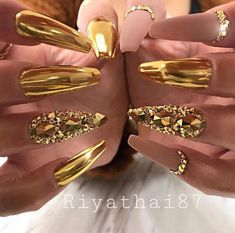 35 Classy Gold Nail Art Designs for Fall Glam Nails, Dope Nails, Bling Nails, Matte Nails, Glitter Nails, Gold Glitter, Glitter Cardstock, Acrylic Nails, Gold Chrome Nails