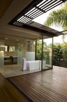 House Brian Gorgeous Modern Chic Bathroom with private patio/balcony Interior Exterior, Exterior Design, Interior Walls, Luxury Interior, Style At Home, Beautiful Bathrooms, Home Fashion, My Dream Home, Interior Architecture