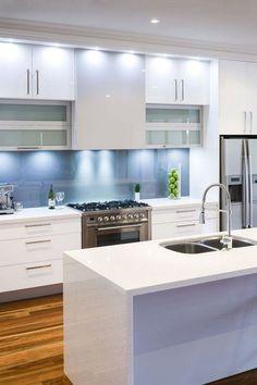 Moderne Küche Wandgestaltung Glas Spritzschutz Hell Mintgrün Pastellfarbe |  Susi | Pinterest | Kitchens, Interiors And Laundry Rooms