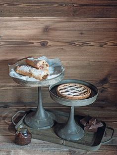 Doesn't this pastry biscuits and pie look the best? I want it so badly. I did this shooting with the help of Alexandra Rawlinson for the Möbel Pfister ( autumn catalogue. Check out the whole spread on my website. Furniture Decor, The Help, Harvest, Biscuits, Plates, Meals, Autumn Fall, Cooking, Pie