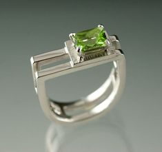 Emerald cut Peridot on 2 Stirup shaped double Sterling Silver ring - Prong set