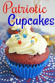 Patriotic Cupcakes from Served Up With Love are super festive to celebrate the of July, Memorial Day, and Labor Day. Everyone will swoon over these cupcakes. Cacciatore, All You Need Is, Vegan Steak, Healthy Recipes, Easy Recipes, Patriotic Cupcakes, Memorial Day Foods, Cheesecake Desserts, Cheesecake Strawberries