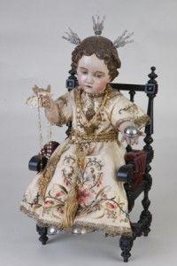 Niño Jesús en trono, porta potencias, zapatos y orbe de plata, traje bordado, escuela andaluza