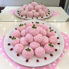 Neu : Image may contain: food, Strawberry Pudding, Macarons, Ball Birthday, Birthday Cakes, Turkish Delight, Turkish Recipes, Granola, Cupcake Cakes, Raspberry