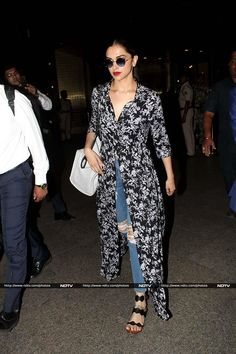 Deepika Padukone was spotted at Mumbai airport on Saturday. Stylish Dresses For Girls, Stylish Outfits, Casual Dresses, Cute Outfits, Fashion Outfits, Lengha Blouse Designs, Salwar Designs, Bollywood Girls, Bollywood Fashion