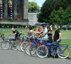 #Berlin mit dem Rad ist immer wieder ein Erlebnis   Sie suche eine passende Tour für Ihren Klassen z.B. zum thema geteiltes Berlin? Keine Problem! Wir beraten Sie sofort und kompetent. www.inberlinreisen.de