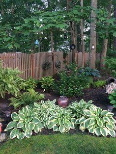 Shade garden 327355466667704935 - Hosta shade garden Source by House Landscape, Landscape Design, Garden Design, Garden Yard Ideas, Lawn And Garden, Shade Garden Plants, Front Yard Landscaping, Outdoor Landscaping, Landscaping Ideas