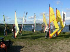 Die Surfschule Maasholm liegt unmittelbar am Eingang des idyllischen Fischerdorfes Maasholm