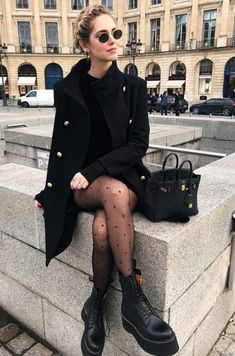 Black Outfits street style outfit all black outfits winter outfits cute Black Outfits. Here is Black Outfits for you. Black Outfits all black outfit so stylt ihr den look ganz in schwarz. Black Outfits 7 all black outfits . Street Style Outfits, Mode Outfits, Casual Outfits, School Outfits, Edgy Fall Outfits, Street Style Shoes, Street Style Edgy, Edgy Look, Street Outfit