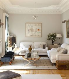 Lo bueno y lo malo de ser ordenado Beige living room with white sofas and stone gray painted wall. Beige Living Rooms, Living Room Decor, Sofa Gris, Japan Room, Grey Painted Walls, Brick Fireplace Makeover, Fashion Room, House Rooms, Home And Living