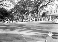Florida Memory - Bus stop at Park & Monroe - Tallahassee, Florida 1956