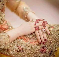 Latest Mehndi Design 4 – Always be in fashion Arabic Henna Designs, Mehndi Designs For Fingers, Latest Mehndi Designs, Mehandi Designs, Beautiful Mehndi Design, Beautiful Bride, Beautiful Hands, Stylish Girls Photos, Stylish Girl Pic